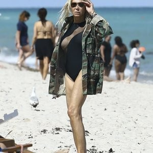 Lauren Foster Sexy Bikini Pictures – Celeb Nudes