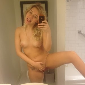 LEAKED NUDE SELFIES OF KELSEY HARDWICK Naked Celebrity Pic