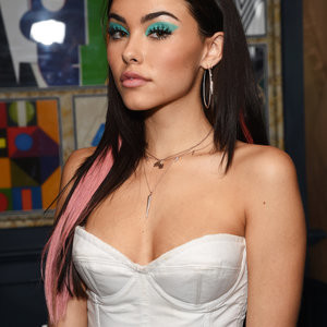 Madison Beer Looks Cute And Poses With People – Celeb Nudes