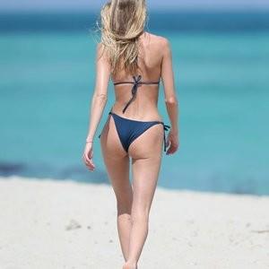 Martha Hunt Is Showing Her Beach Body – Celeb Nudes