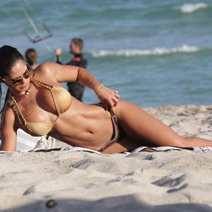 Lewin topless michelle Michelle Lewin