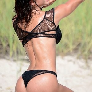 Michelle Lewin sexy workout photos – Celeb Nudes