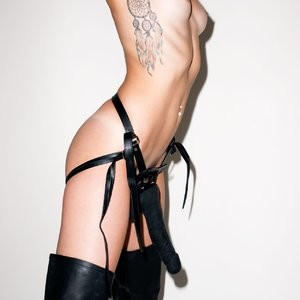 Miley Cyrus Naked Celebrity sexy 017