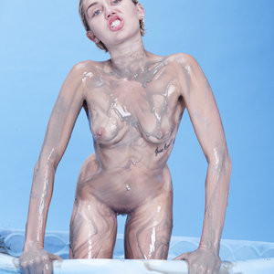 Miley Cyrus nude pics – Celeb Nudes