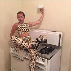 Miley Cyrus sexy photos – Celeb Nudes