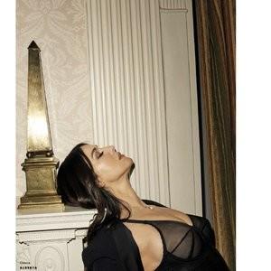 Monica Bellucci Celebrity Nude Pic sexy 008