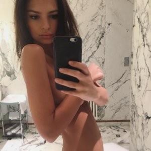 Naked selfie of Emily Ratajkowski – Celeb Nudes