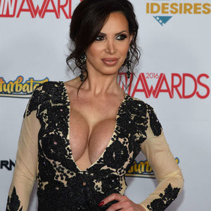 Nikki Benz Cleavage Photos – Celeb Nudes