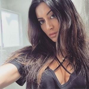 Noureen DeWulf Cleavage Photo – Celeb Nudes