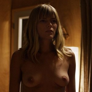 Nude Photos of Emma Greenwell – Celeb Nudes