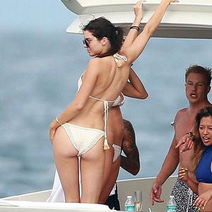 Nude pics of Kylie Jenner – Celeb Nudes
