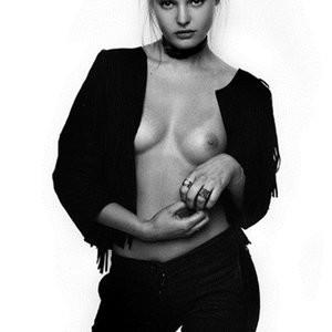 Paige Reifler Topless Photos – Celeb Nudes