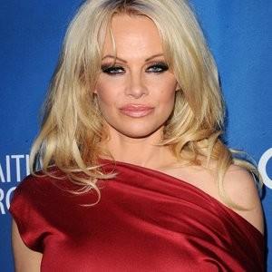 Pokies pics of Pamela Anderson – Celeb Nudes
