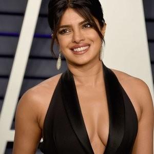 Priyanka Chopra Cleavage – Celeb Nudes