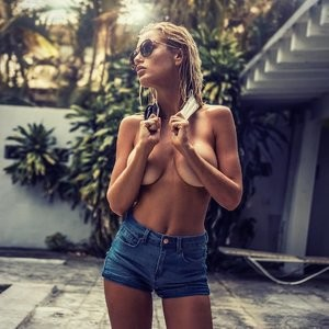 Rachel Mortenson Topless Photos – Celeb Nudes