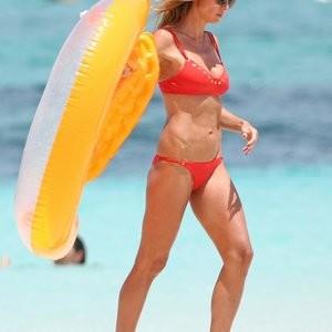 Red Hot: Heidi Klum's Killer Body On A Beach – Celeb Nudes