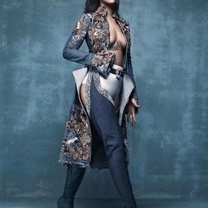 Rihanna Braless Photo – Celeb Nudes