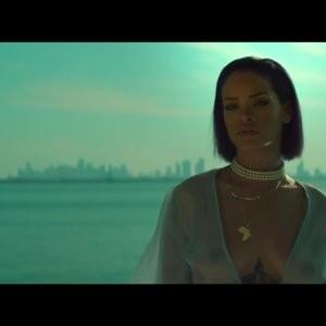 Rihanna Nude Celeb sexy 003