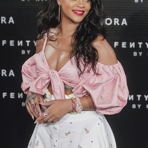 Rihanna Sexy – Celeb Nudes