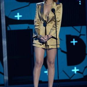 Rihanna sexy legs pics – Celeb Nudes
