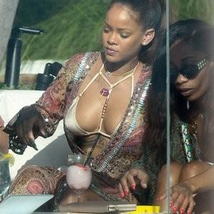 Rihanna Sexy Photos – Celeb Nudes