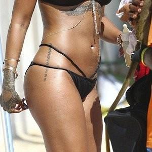 Rihanna's new pics at the beach – Celeb Nudes