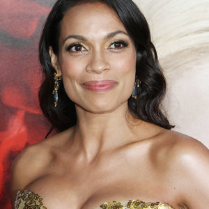Rosario Dawson Shows Off Her Cleavage For You – Celeb Nudes