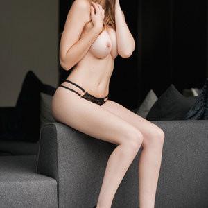Rosie Danvers Topless Photos – Celeb Nudes