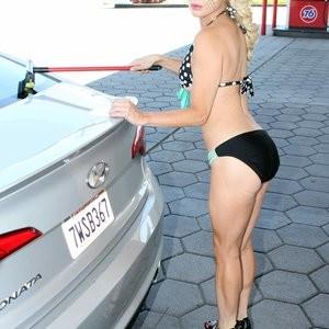 Sara Barrett Naked Celebrity Pic sexy 010