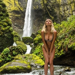 Sara Jean Underwood Bikini - Celeb Nudes