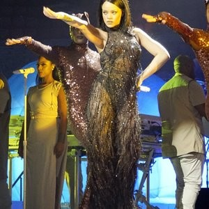 See-Through pics of Rihanna – Celeb Nudes