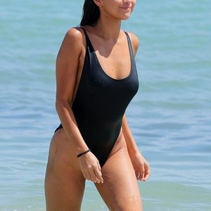 Selena Gomez Swimsuit Photos – Celeb Nudes