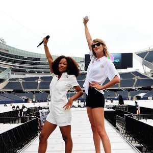 Sexy legs of Taylor Swift – Celeb Nudes