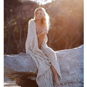 Sexy Photos of Charlotte McKinney – Celeb Nudes