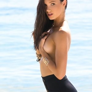 Sexy photos of Hailey Outland – Celeb Nudes