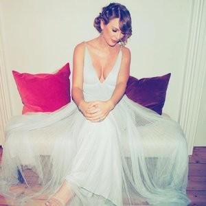 Taylor Swift Cleavage – Celeb Nudes
