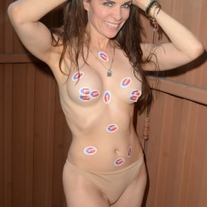 Topless Photos of Alicia Arden – Celeb Nudes