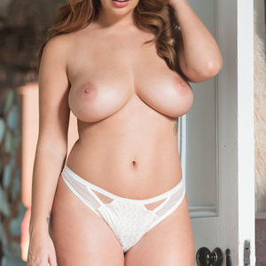Topless Photos of Holly Peers – Celeb Nudes