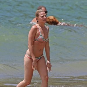 Topless Photos of Margot Robbie – Celeb Nudes