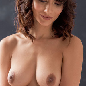 Topless Photos of Nicola Paul – Celeb Nudes