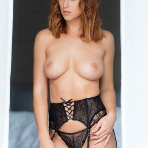 Topless Photoset of Rosie Jones – Celeb Nudes