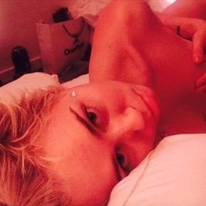 Miley Cyrus Celebrity Leaked Nude Photo sexy 002