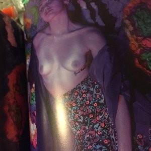 Topless pics of Miley Cyrus - Celeb Nudes