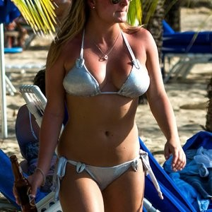 Zara Holland Drinking Beer And Looking Fine - Celeb Nudes